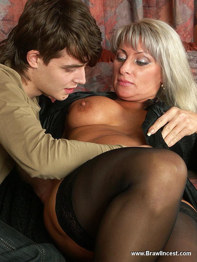 Пожилая Ищет Молодого Для Секса Знакомства