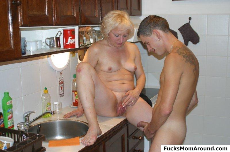 На кухни порно зрелые русские дамы