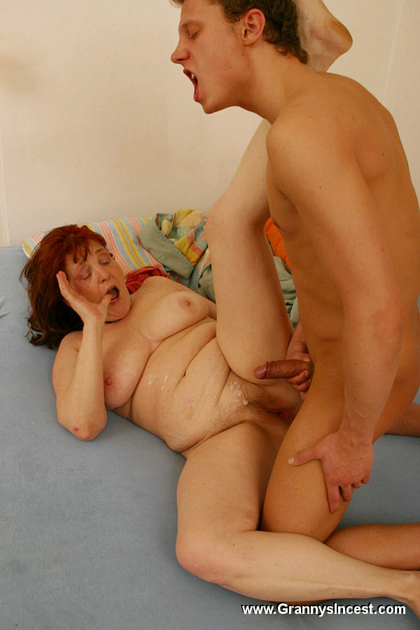Порно бабушек с юношами