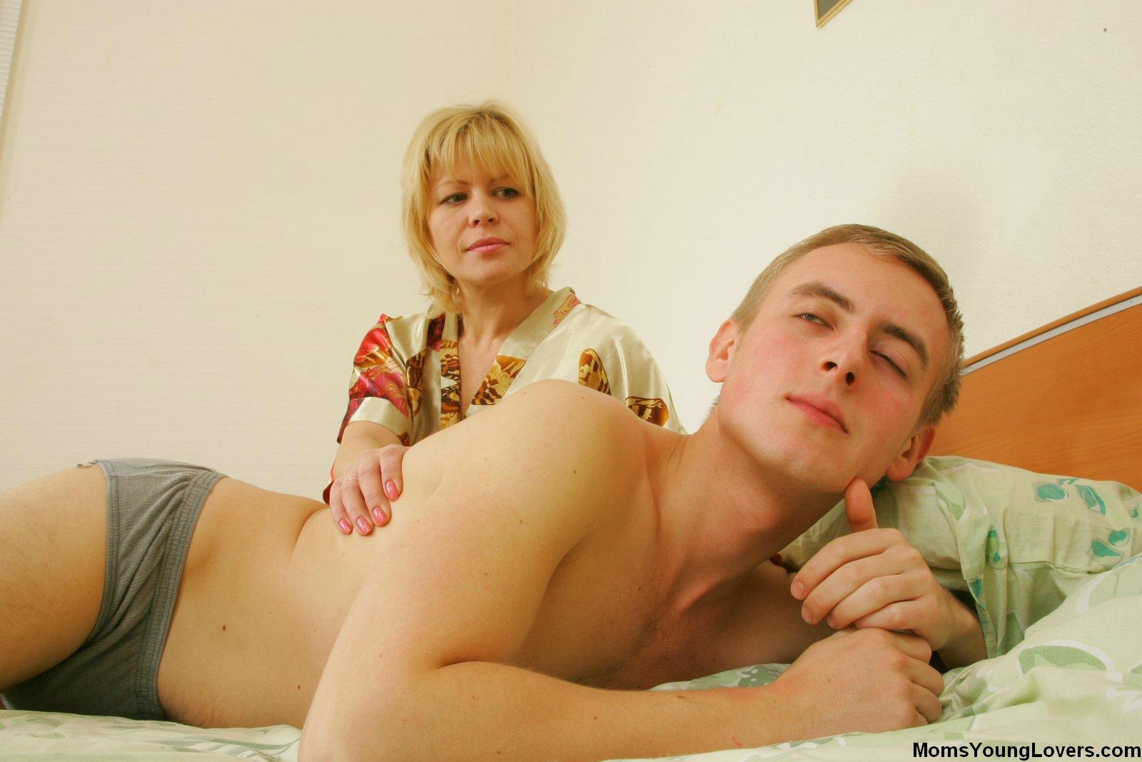 Сын застукал мастурбирующую мать 19 фотография