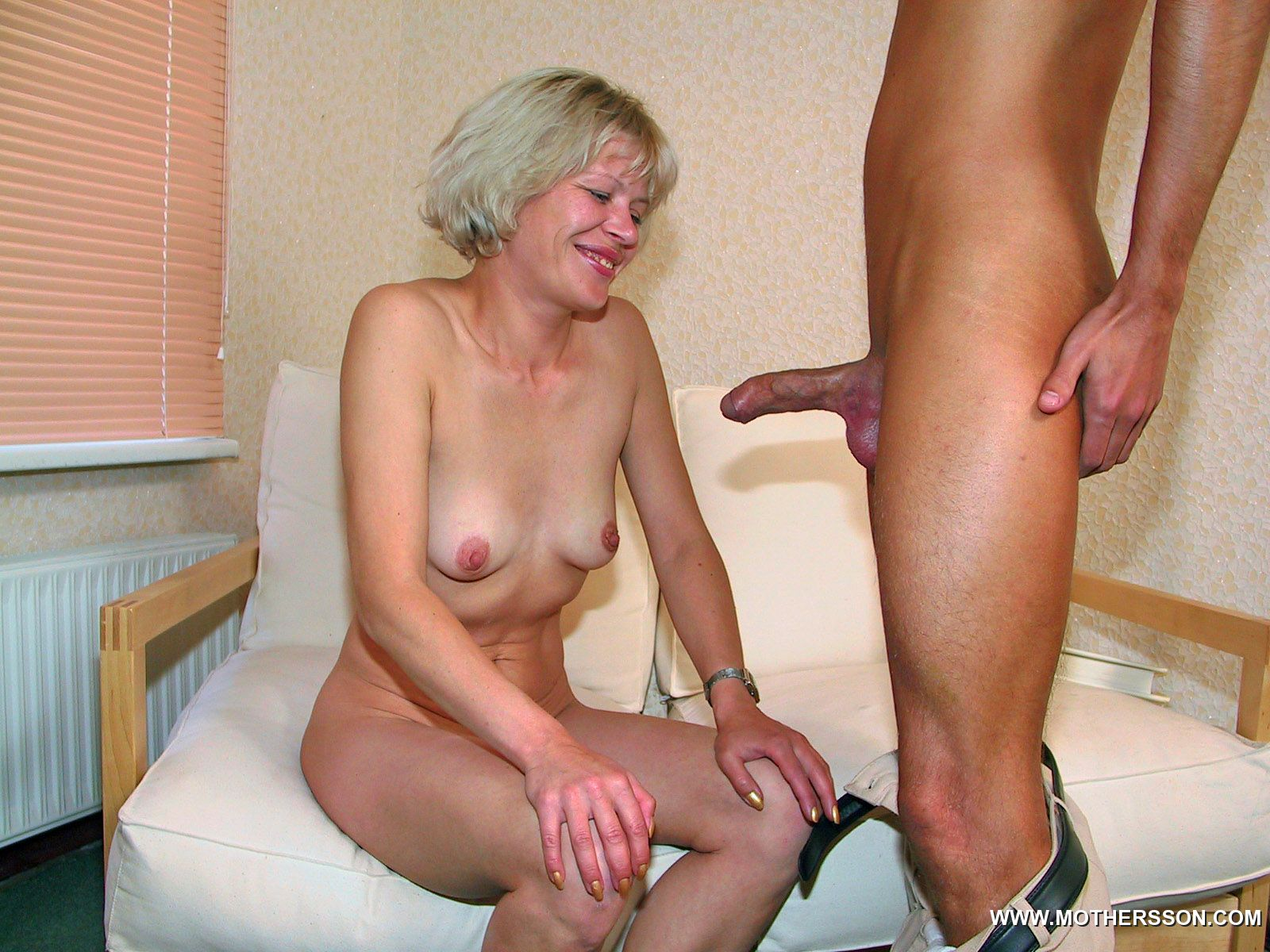crossdresser threesome tube