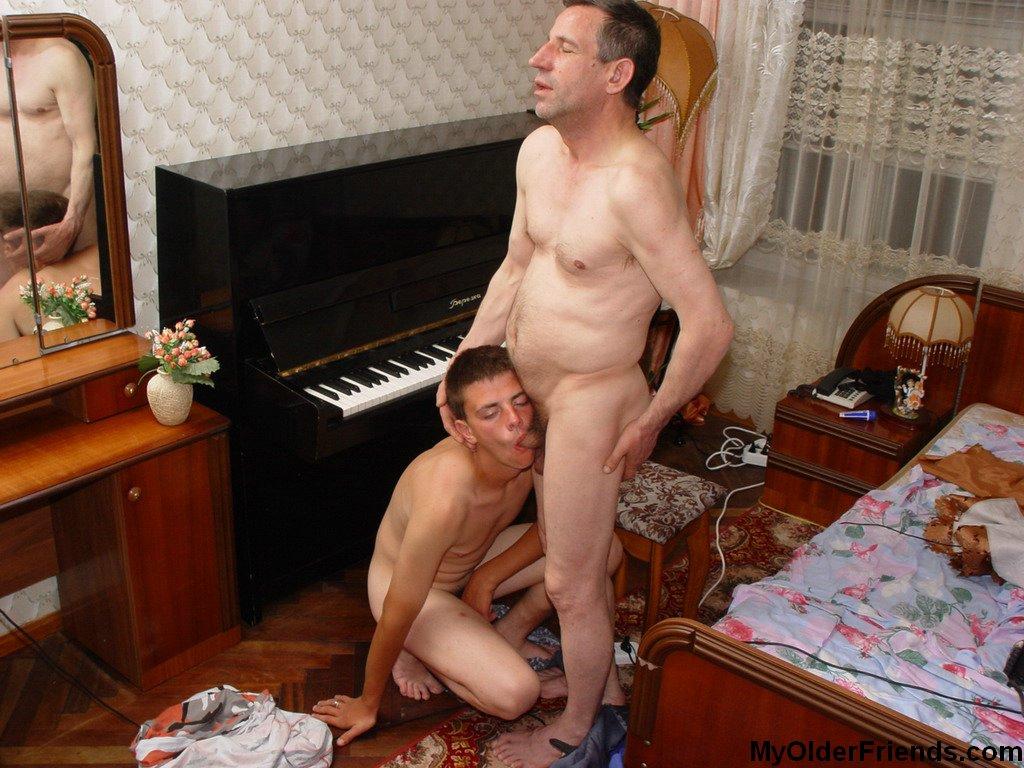 boy bugil in club