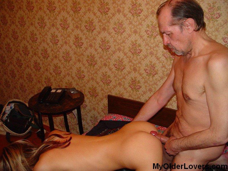 Посмотреть Русские Отец Трахает Дочь