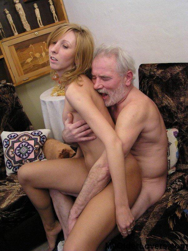 Два Старики Поглядывают Трусику Внучек Фото