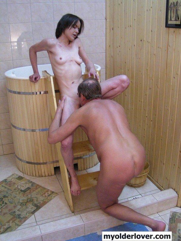 Смотреть порно сестра в бане